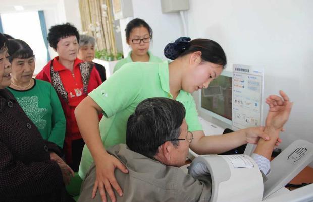 智慧养老进村 留守老人健康体测受益